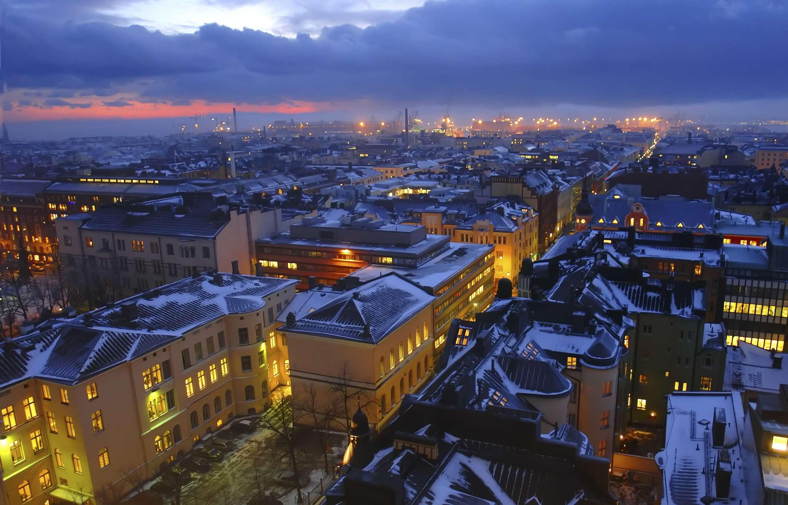 Cover for article 'Helsinki kehittää palvelujaan'