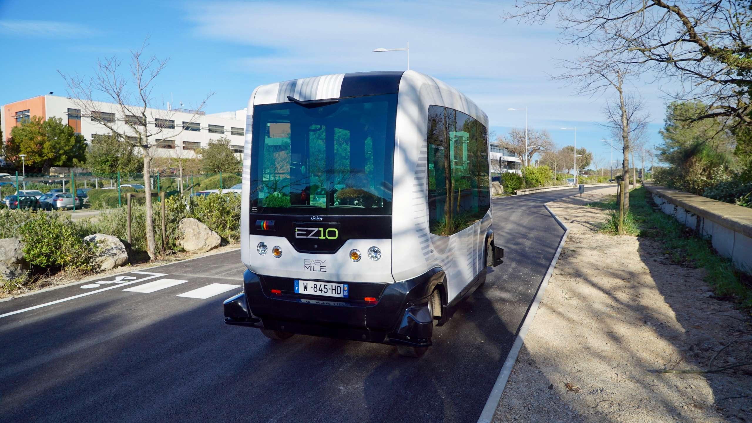Cover for article 'Itseohjautuvat robottibussit liikenteeseen'
