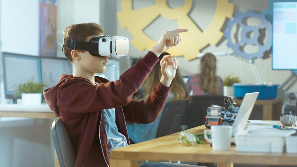 Cover for article 'Tulevaisuuden älykkäät oppimisympäristöt'