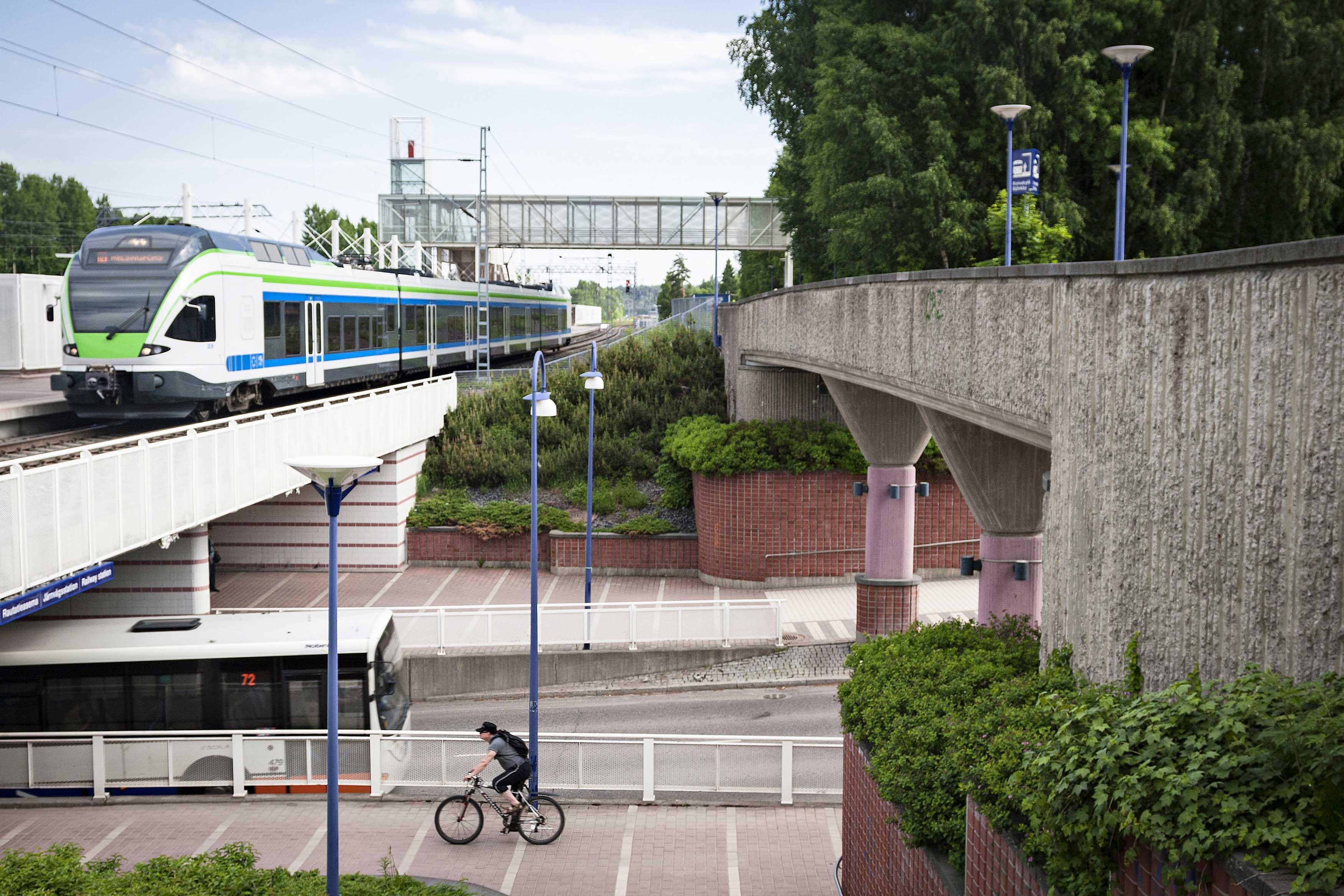 Cover for article '11 erilaista liikkumisen kokeilua pääkaupunkiseudulle – yritys tarjoa ratkaisuasi!'