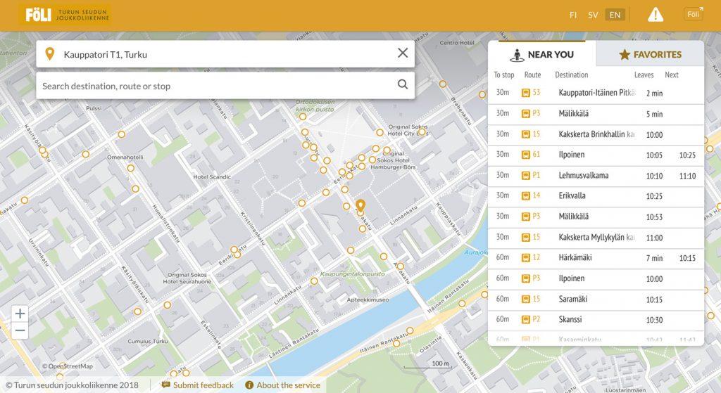 """Karttanäkymä, jossa otsikko """"Föli, Turun seudun joukkoliikenne"""". Kartan päällä valikko otsikolla """"Near you"""" ja """"Favorites""""."""