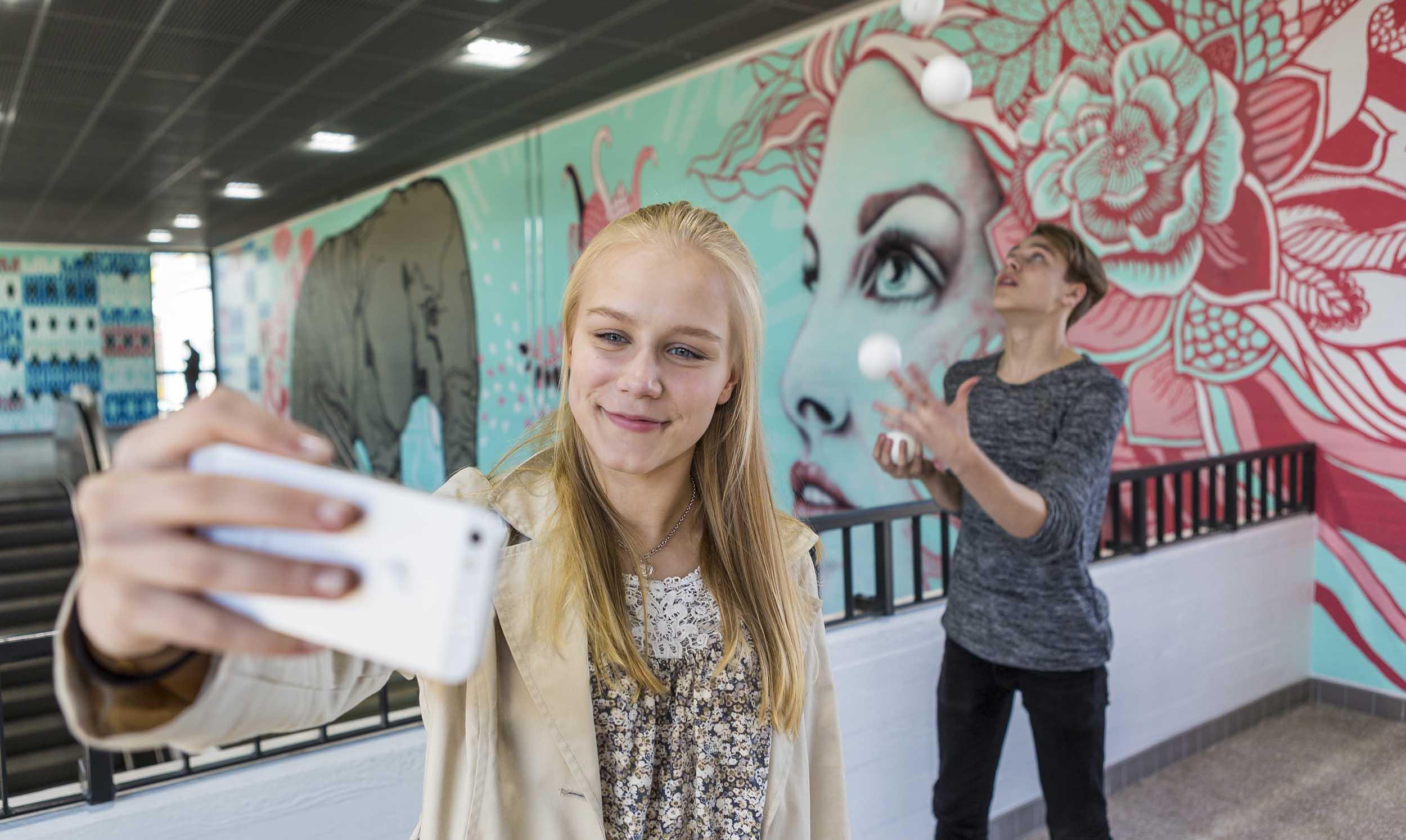 Cover for article 'Vantaan chatfiction-kokeilu rohkaisee nuoria yrittäjyyteen'