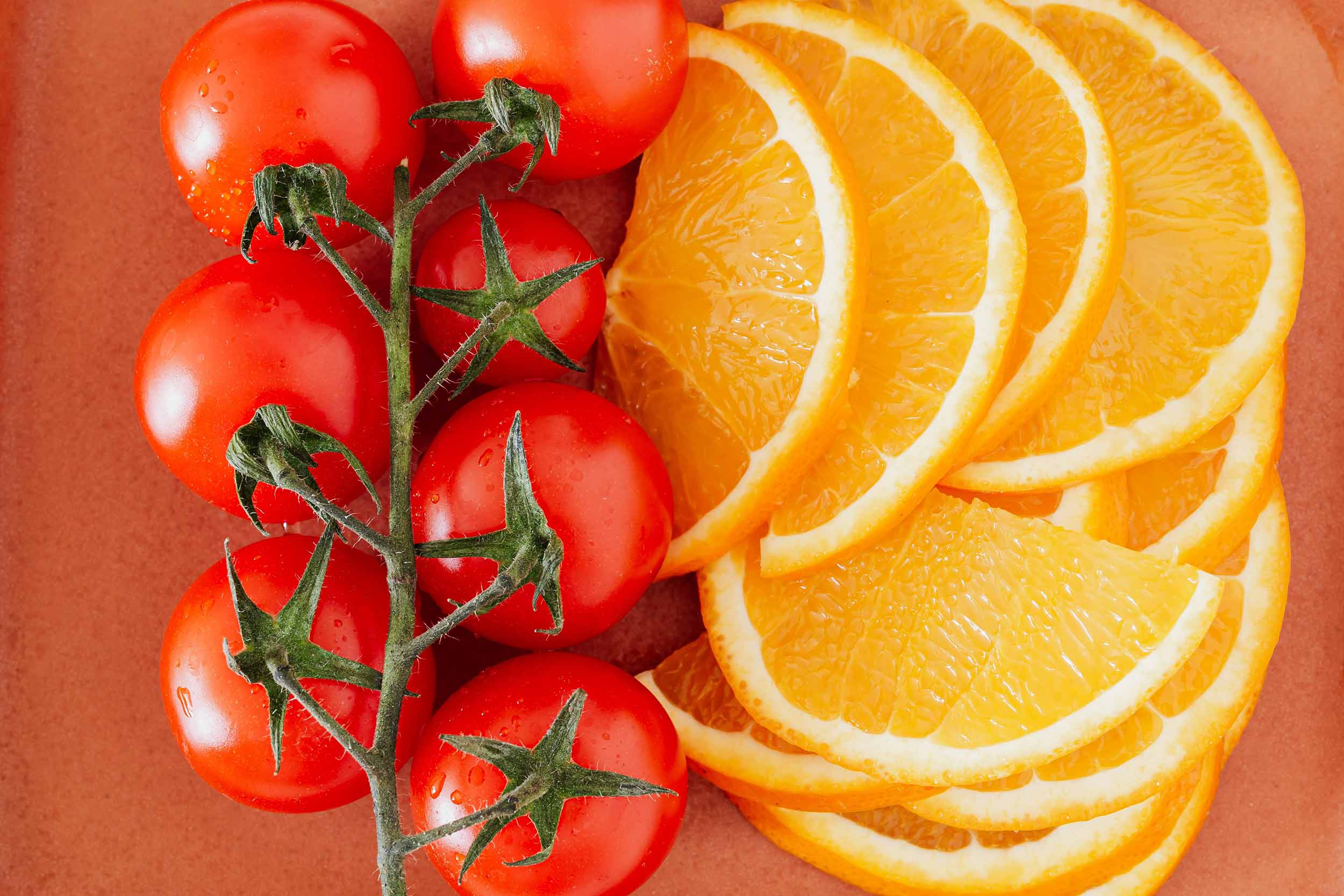 Kuvituskuva, appelsiineja ja tomaatteja