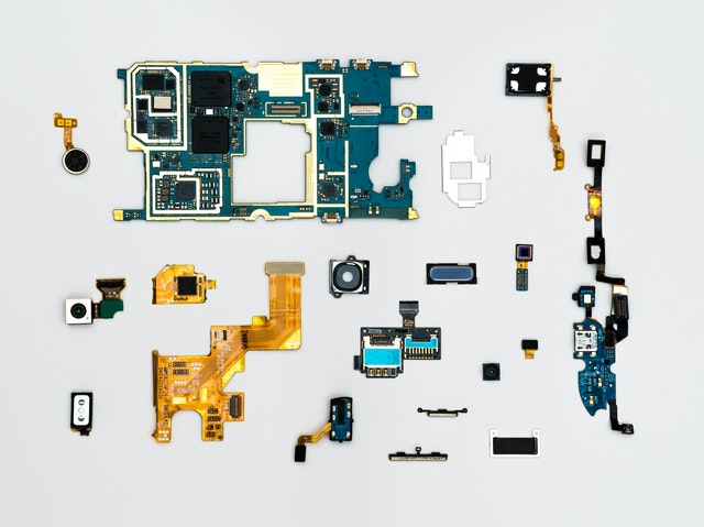 Cover for article 'Roboboost – IoT – Internet of Things ja datan hyödyntämisen perusteet'